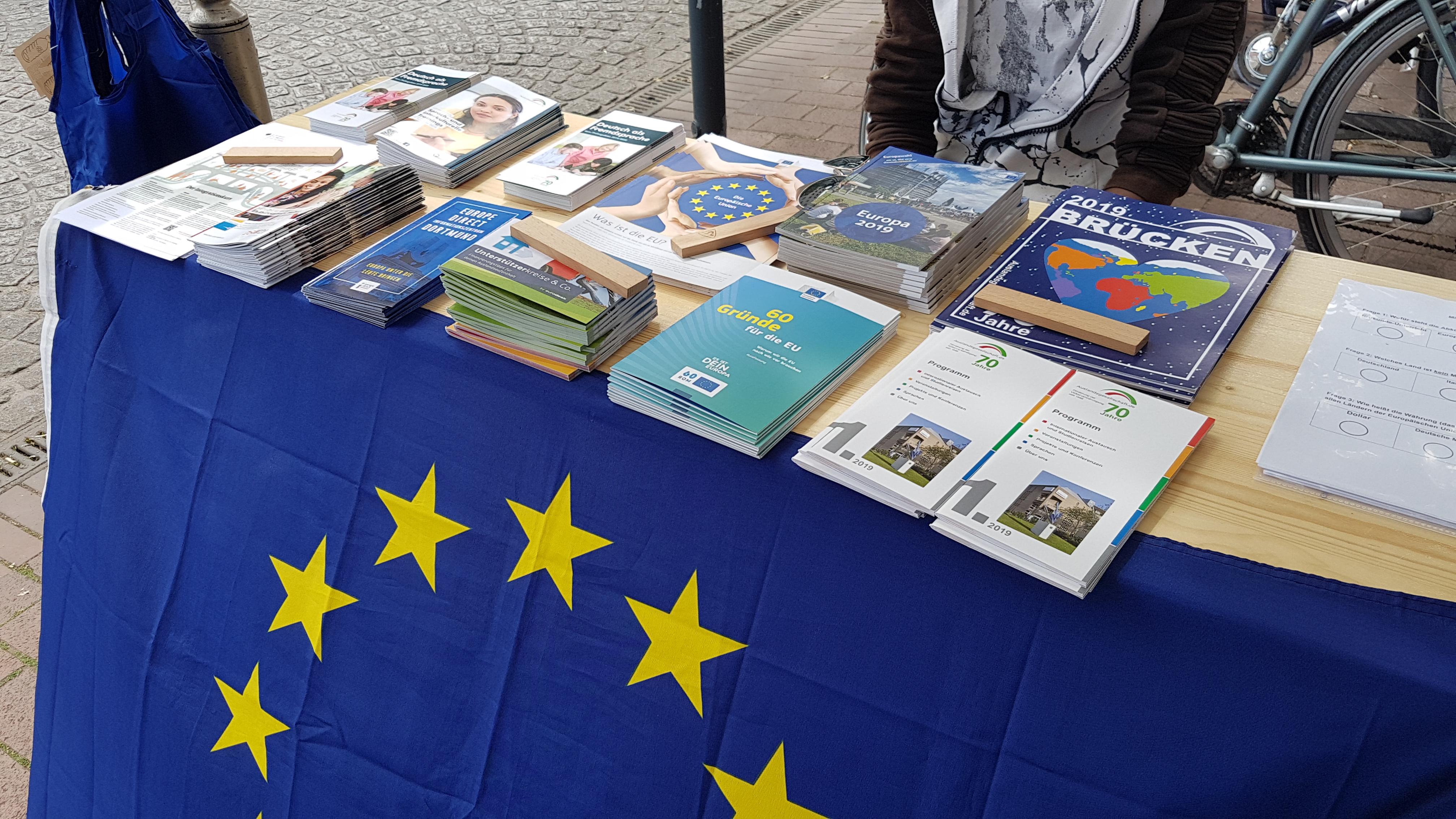 Natürlich wurde auf dem Münsterstraßenfest auch informiert und allerlei Fragen zur EU beantwortet, 06.07.2019