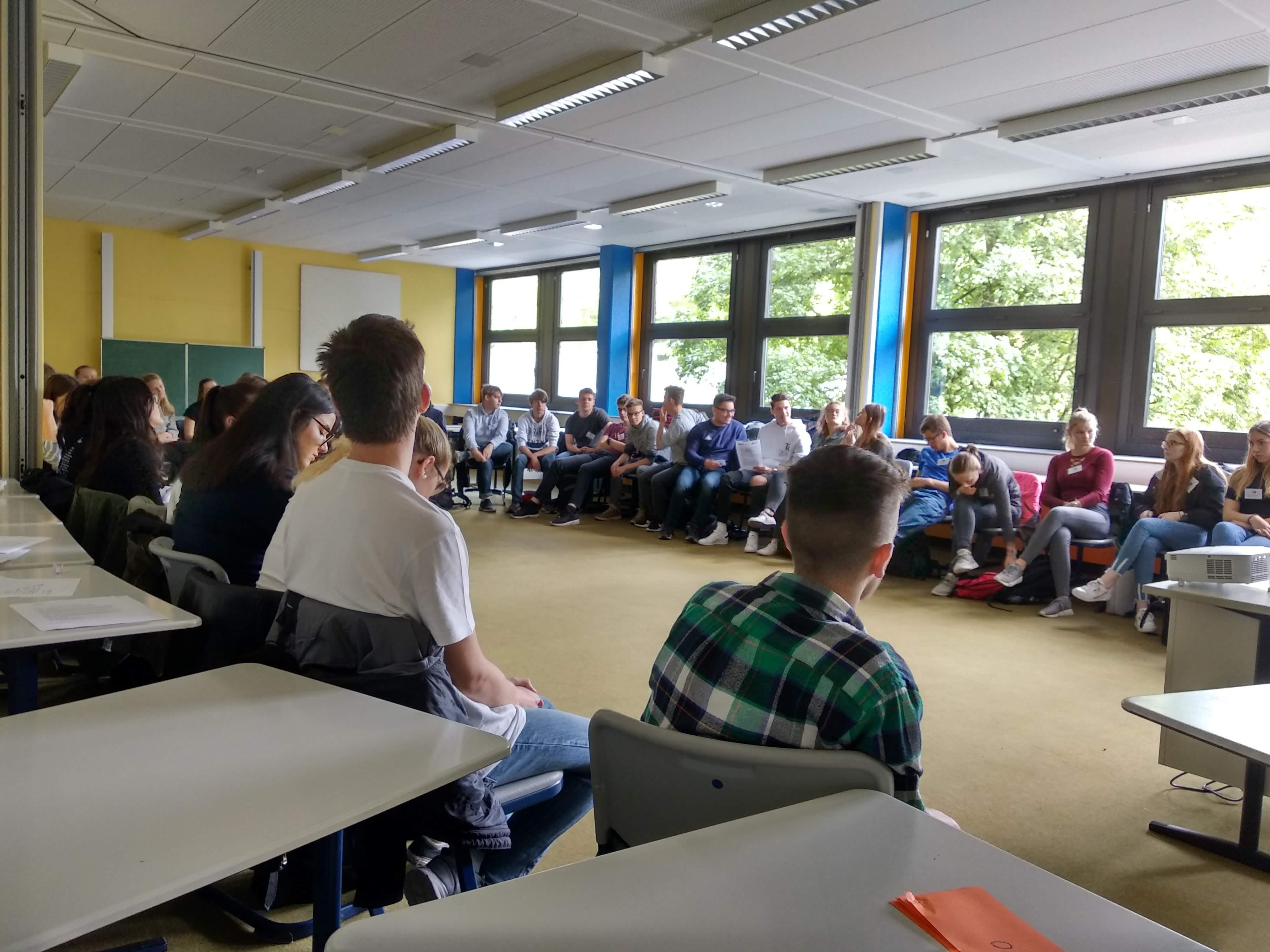 Im Plenum wurde heiß diskutiert, was Europa für die Schüler_innen bedeutet. (Zukunftswerkstatt für Jugendliche in Werne, 09.07.2019.)