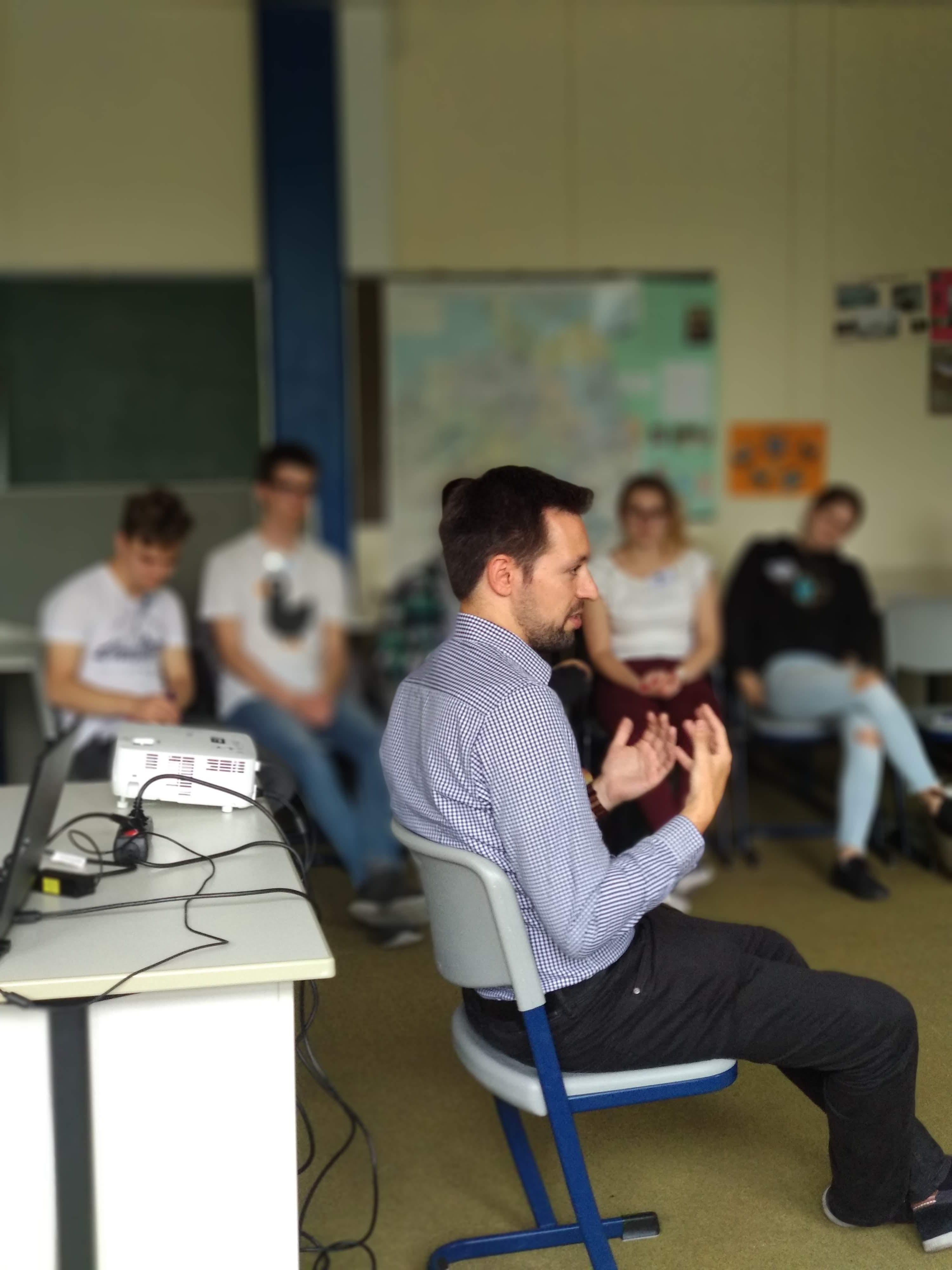 Martin Mödder stand den Teilnehmer_innen auch bei unbequemen Fragen, ehrlich Rede und Antwort. EU Zukunftswerkstatt für Jugendliche in Werne, 09.07.2019.